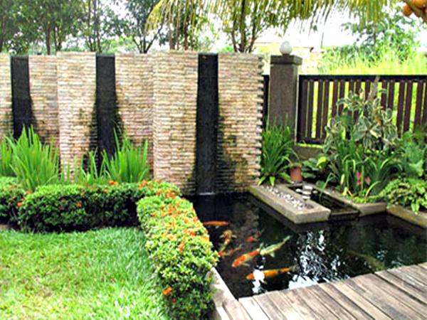 Taman rumah minimalis dengan kolam 3