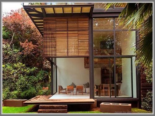 Rumah kayu dengan kaca