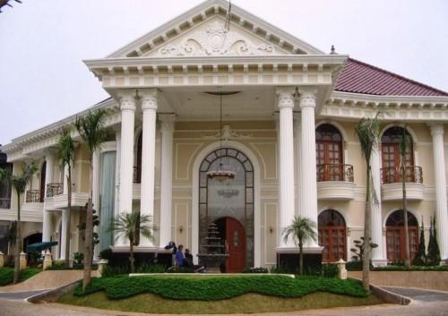 Tiang Teras Rumah Klasik yang Mewah
