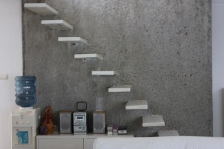 Desain Tangga Besi Minimalis Melayang