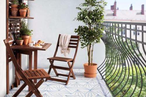 Kursi dan Meja Kecil Balkon Rumah